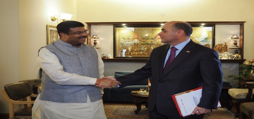 Indian Minister of Petroleum and Natural Gas, H.E. Mr. Dharmendra Pradhan meeting Venezuelan Minister of Oil and Mining, H.E. Mr. Manuel Quevedo Fernandez, on the sidelines of  the Founding Conference of the International Solar Alliance on March 10, 2018 at New Delhi, India.