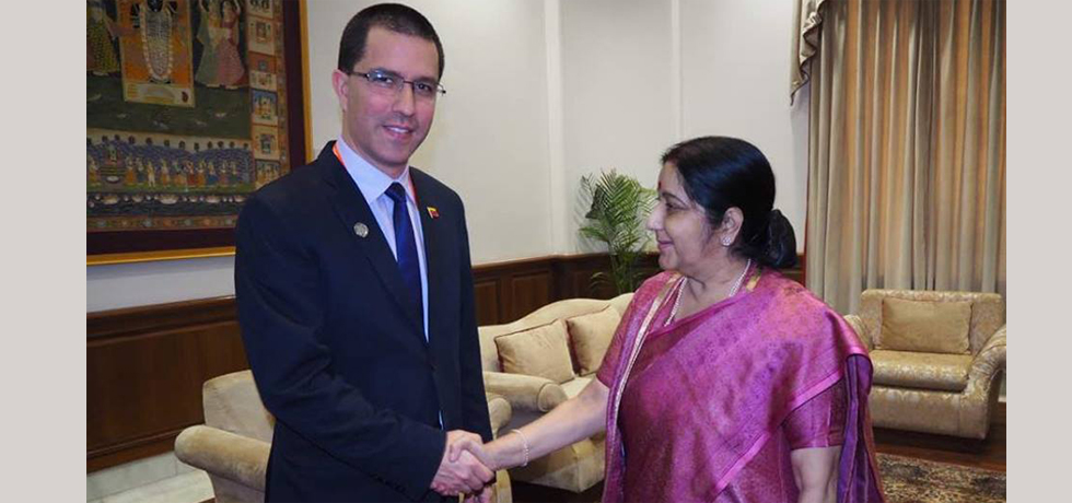 Indian Minister of External Affairs, H.E. Ms. Sushma Swaraj meeting Venezuelan Minister of Foreign Affairs, H.E. Mr. Jorge Arreaza Montserrat, on 10th March 2018 at New Delhi, India during the Founding Conference of the International Solar Alliance.