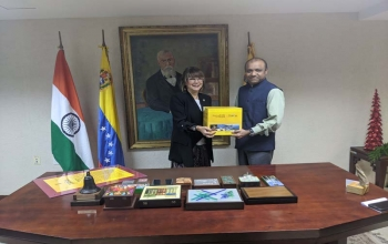 Presentation of the book-set on Bharat Ek Parichay Sharing India with the World at the Universidad de Carabobo